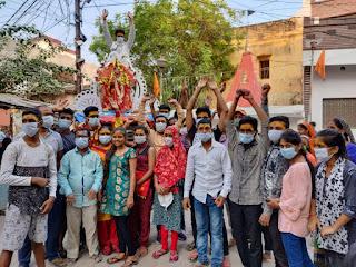 जयकारों के बीच नवीन नवदीप संस्था के कार्यकर्ताओं ने मां दुर्गा को दी विदाई
