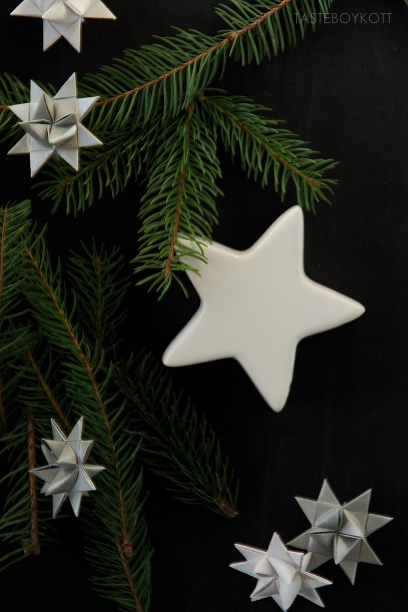 Christmas decoration: DIY white origami stars
