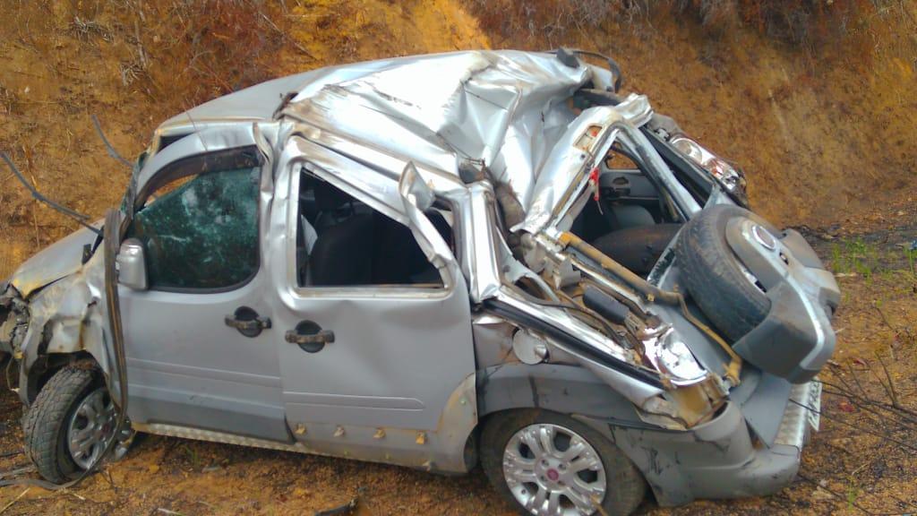 Acidente com carro de passeio deixa um ferido na BA-549 que liga as cidades Gandu X Itamari