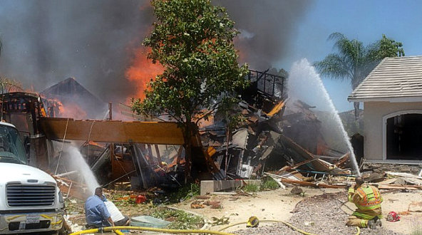 The explosion of a house leaves 1 dead and 15 injured in Southern California