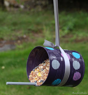 http://anotherjennifer.com/pinterest-inspired-diy-bird-feeder-sort-of/