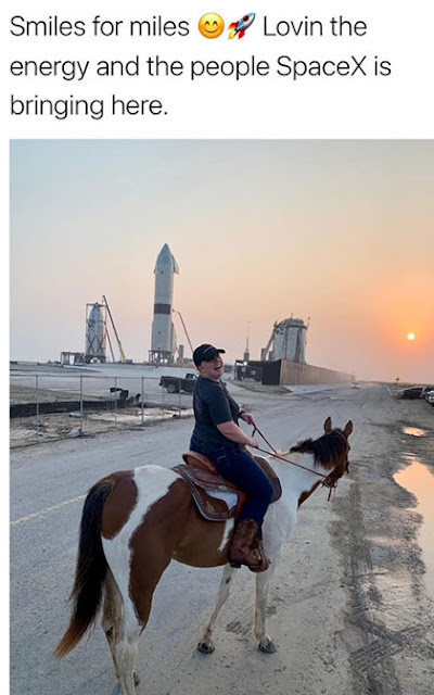 Starships and Horses in Boca Chica (Source: Spadre @SpacePadreIsle)