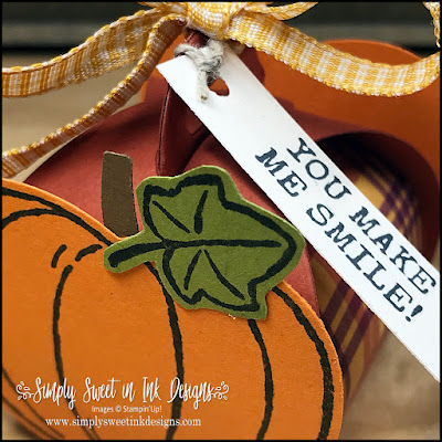 Quick and easy craft fair products for treat giving with the Mini Curvy Keepsakes box.