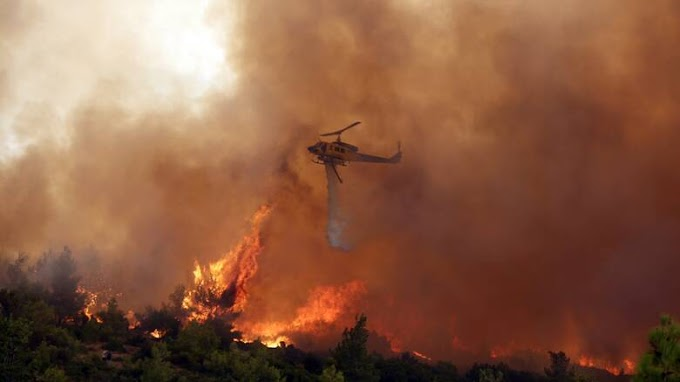 Σε πλήρη εξέλιξη βρίσκεται η φωτιά στα Βίλια