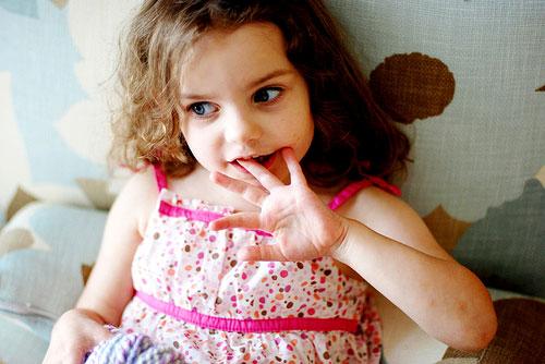 Benarkah Kebiasaan Gigit Kuku dapat Menurunkan IQ Anak !?