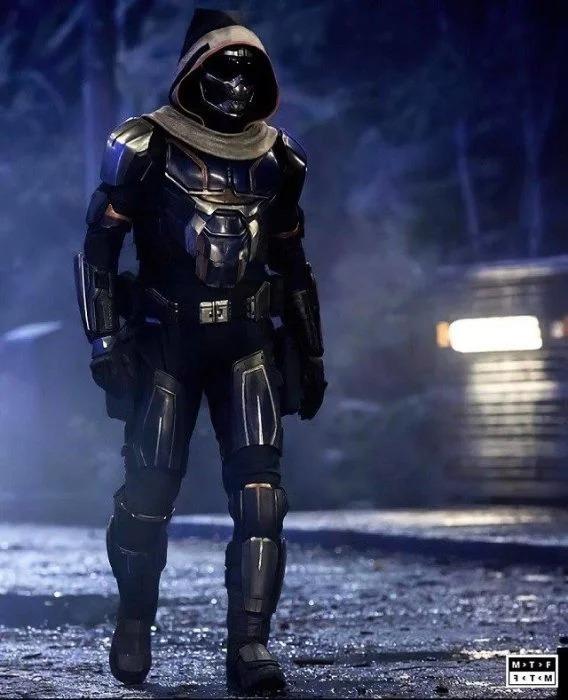 Sale el primer vistazo del traje completo de Taskmaster, el villano de 'Black Widow'