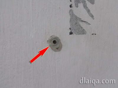fischer telah terpasang atau tertanam di tembok