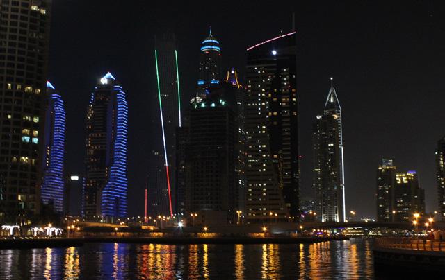 Dubai Marina, vista de noche