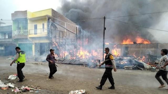 Kebakaran di Siborongborong, Lima Unit Rumah dan 10 Kios Ludes Terbakar