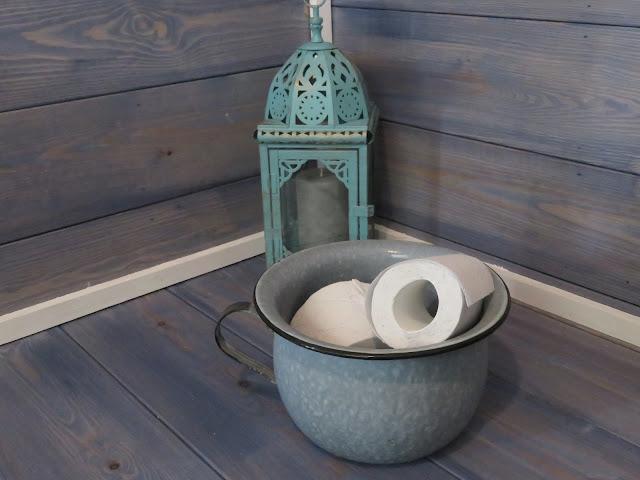 WC paperitelineenä vanha potta, joka on minun edesmenneen isomummon peruja