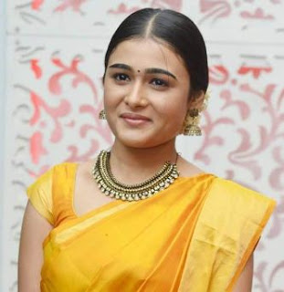 Shalini Pandey Family Husband Parents children's Marriage Photos