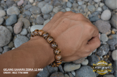 gelang kayu gaharu Kalimantan