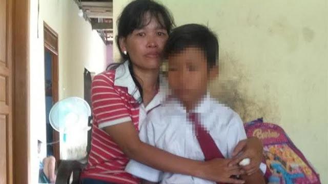 Siswa SD Ini Ditampar dan Ditendang Gurunya Hanya Karena Belum Hafal Adzan
