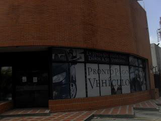 Cuenta con Centro Comerciales   Locatel  Banco Provincial