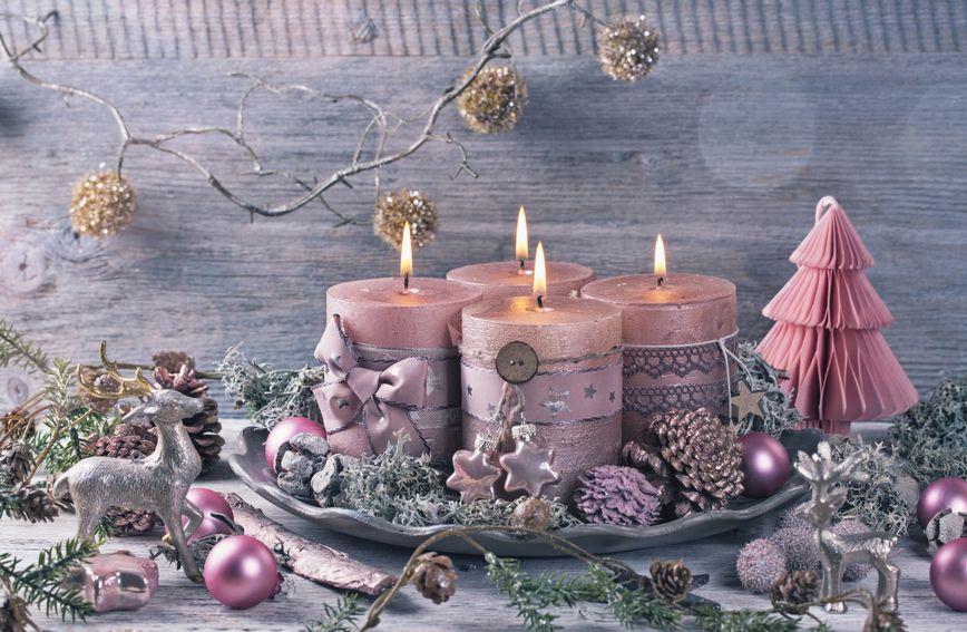 ružičasti-božić-ređenje-doma-interijer