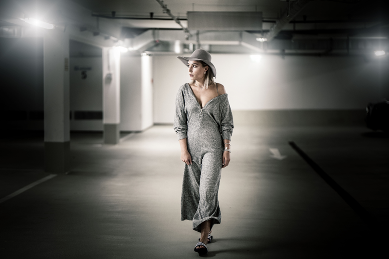 Outfit-ootd-Overall-Jumpsuit-Look-Adiletten-Adidas-Bershka-American Apparel-Autumn-Streetstyle-Canon-Photography-Fashionblog-Modeblog-Fashion-Blogger-Munich-Muenchen-Lauralamode