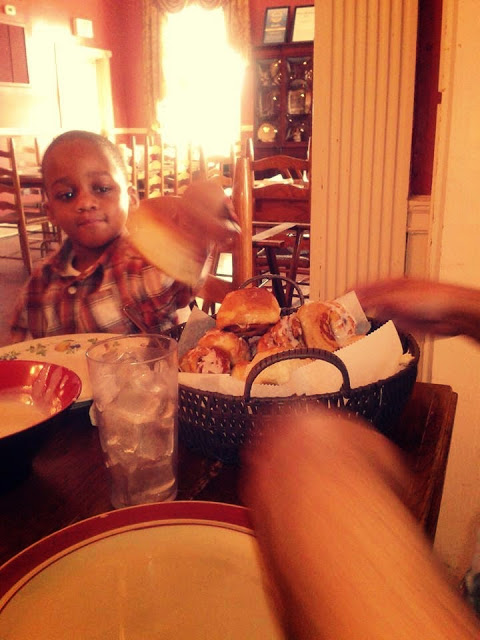 http://thelovechannelwithtyswint.blogspot.com/2015/06/nashvilles-best-family-dining-spot.html