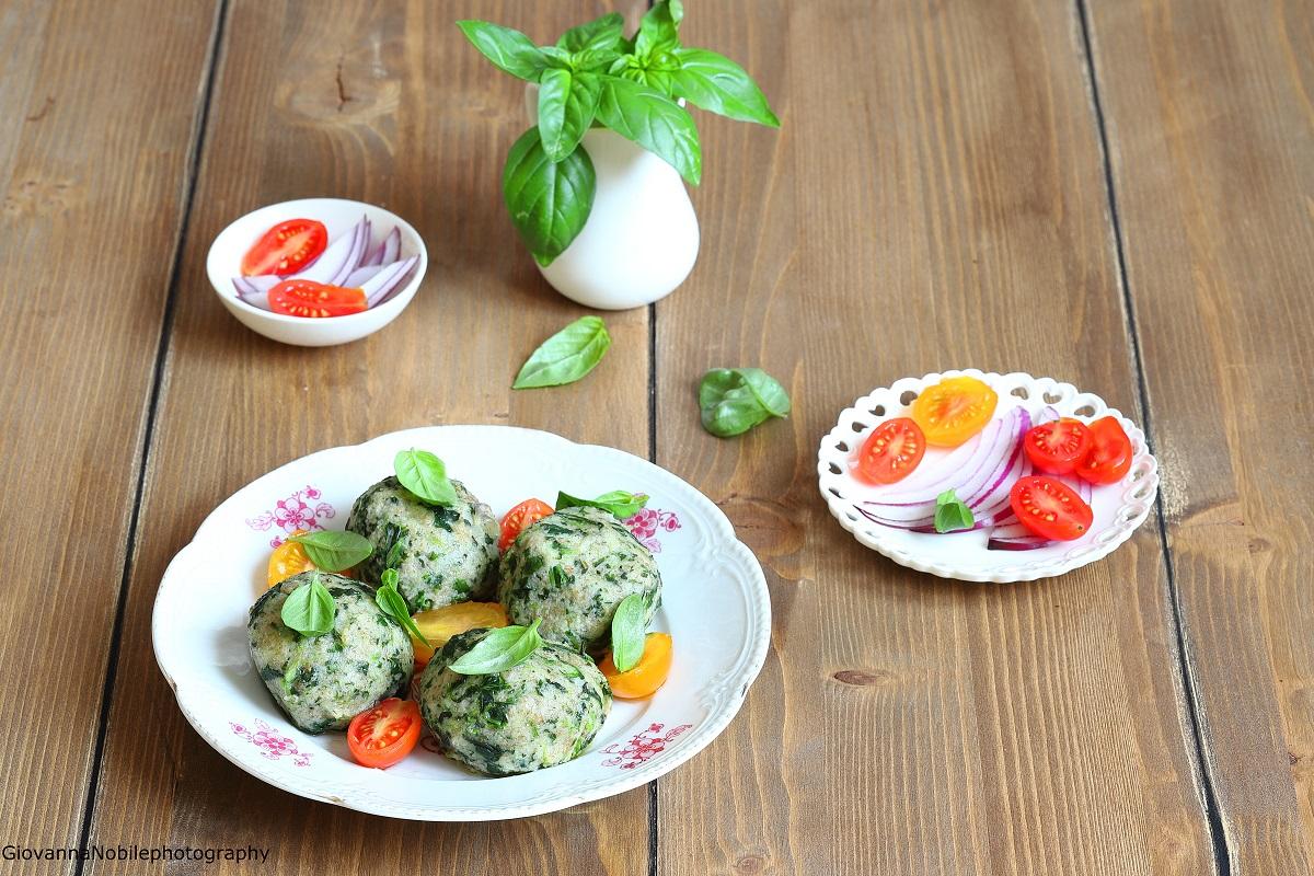 Canederli agli spinaci con filetto di pomodori