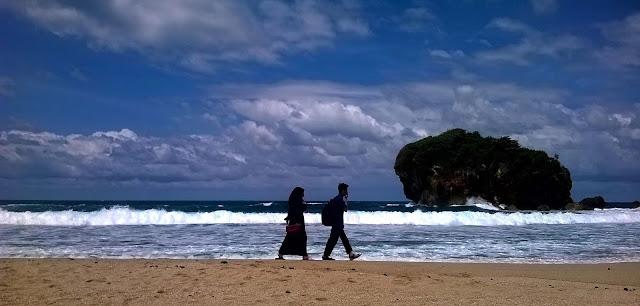 Petualangan Mbloogers | Menuju Pantai Jungwok Yang Eksotis ( Seri Travelblog Part 5 )