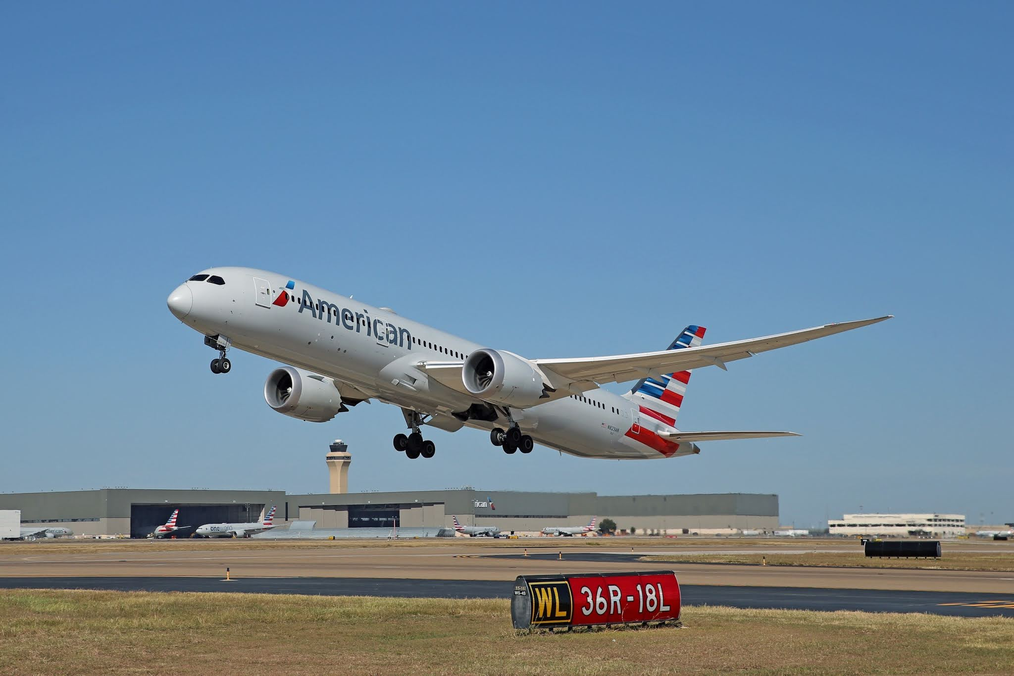 DALLAS FORT WORTH HUB AMERICAN AIRLINES 01