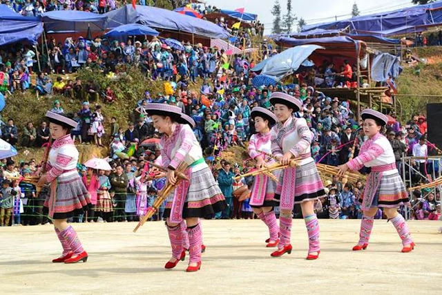 Trong phần hội của lễ hội Gầu Tào, địa điểm tổ chức sẽ là những bãi đất rộng rãi, có cảnh vật thiên nhiên đẹp để mọi người tập trung múa hát và ăn uống. Phần hội diễn ra vô cùng nhộn nhịp và rất đông người dân bản cùng khách du lịch tham gia.