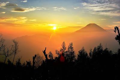 foto sunrise indah bukit sikunir