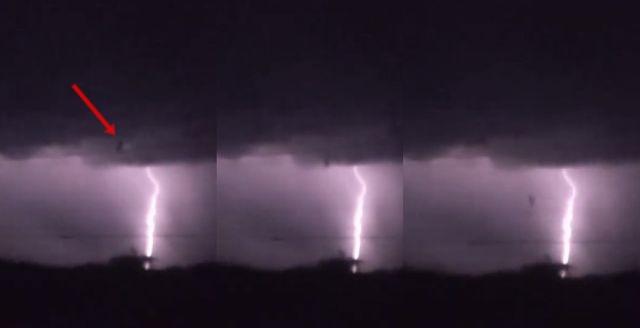 Something weird falls from the sky during lightning storm in San Antonio  Dark%2Bobject%2Blightning%2BSan%2BAntonio