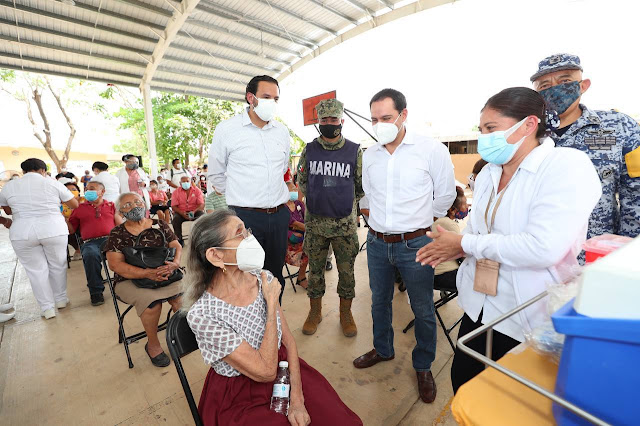 Supervisé la aplicación de vacunas contra el Covid para adultos mayores de #Mérida en el #Módulo de la Secundaria Técnica 66 en #SantaRosa. Se instalaron 16 módulos en la ciudad donde se aplicarán las dosis a los adultos mayores de 60 años, registrados en plataformas federales. Mauricio Vila @MauVila