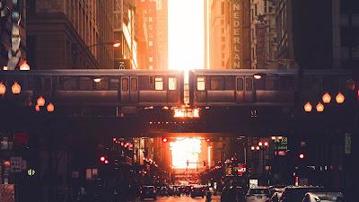 Papel de Parede Pôr do Sol Cidade Urbana com Trem