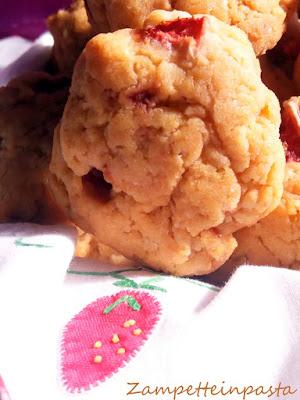 Biscotti con le fragole senza uova e senza burro