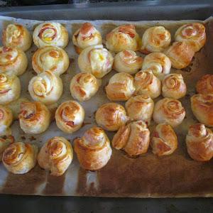 Rosas de hojaldre de jamón y queso