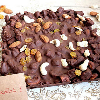 https://danslacuisinedhilary.blogspot.com/2016/03/tablette-chocolat-facon-rocky-road-raisins-secs-amandes-cajou.html