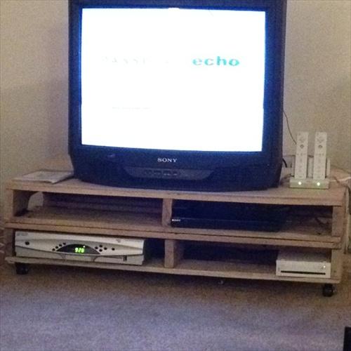 DIY Interior Furniture 14 Pallet TV Stand Styles