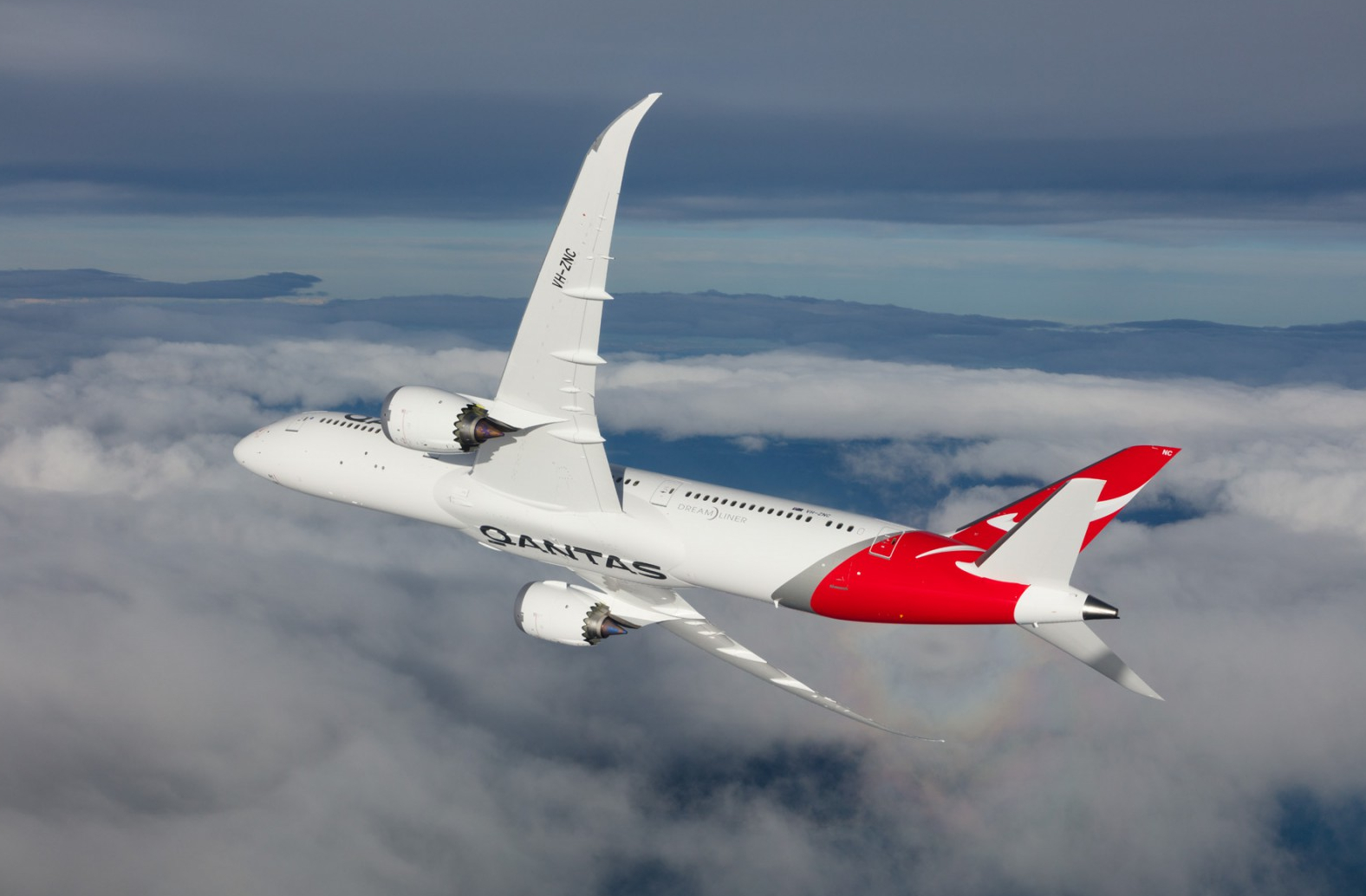 Qantas Boeing 787-9 Dreamliner Heavy Rolling and Yawing