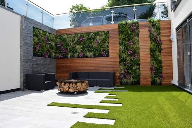 Contoh terbaik teras belakang rumah minimalis dengan rerumputan hijau