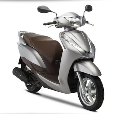 2016 Honda Lead 125 cc Scooter silver color Hd Photos