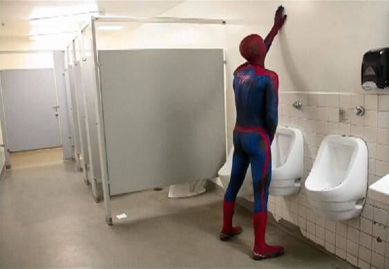 60 Iconic Behind-The-Scenes Pictures Of Actors That Underline The Difference Between Movies And Reality - Even superheroes need to relieve themselves.