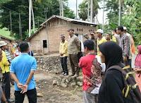 Tinjau Dampak Banjir di Sanggar, Wakil Bupati Bima Serahkan Bantuan ke 256 KK