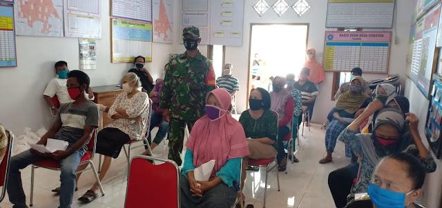 Babinsa Koramil 04/Pedan Melaksanakan Pengamanan Penyaluran BLT DD Tahap II