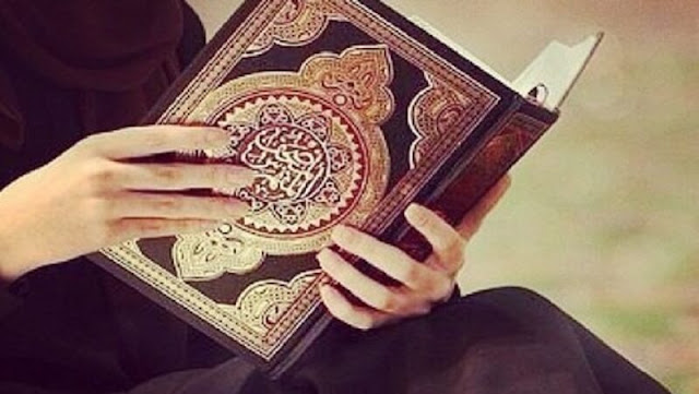 Memegang Al-Qur'an Terjemah Ketika Haid, Apa Hukumnya?