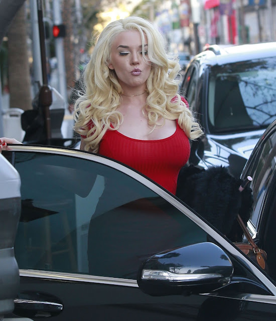 Courtney Stodden – Out For Lunch at Villa Blanca in Beverly Hills