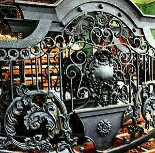 Spesialis pengerjaan Model pagar besi tempa untuk rumah mewah Klasik dengan ornamen besi tempa khusus
