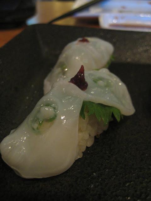 101 เมนูซูชิ ซูชิหน้าปลาหมึกยักษ์ (Tako Nigiri)