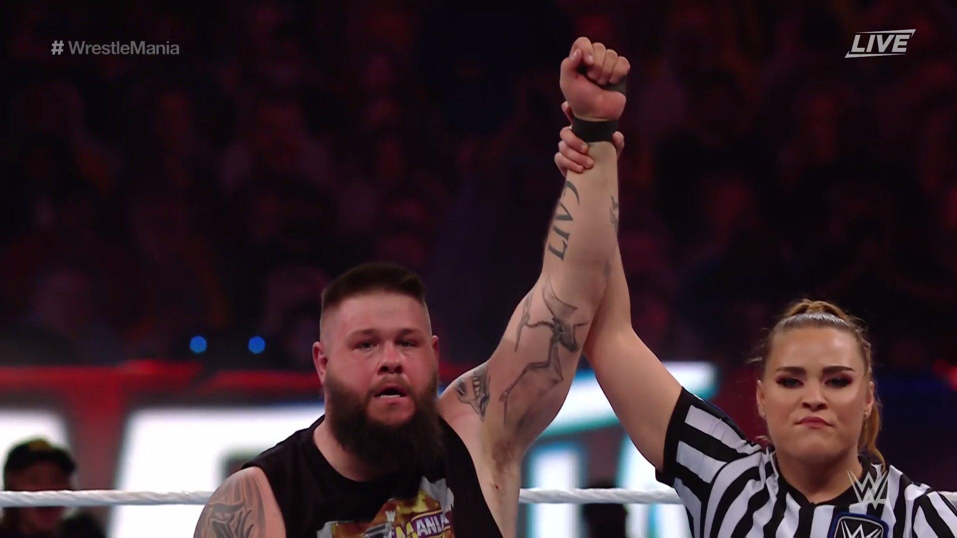 Kevin Owens destrói Sami Zayn e Logan Paul