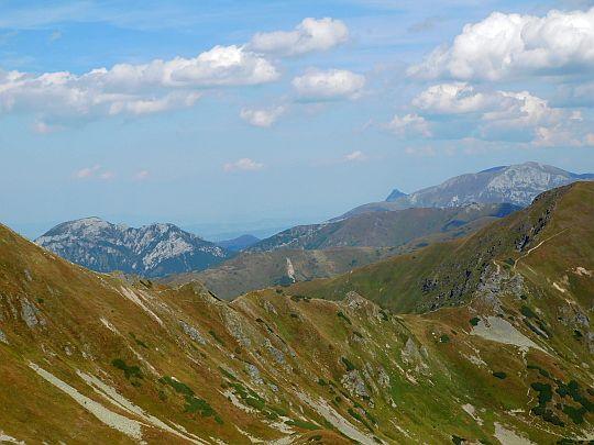 Dziurawa Przełęcz na głównej grani Tatr.