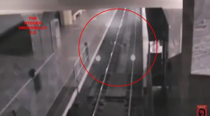 Στην Κίνα, μια κάμερα ασφάλειας  κατέγραψε ένα τρένο φάντασμα!! video