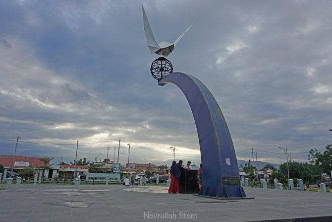 Monumen Merpati Perdamaian Muaro Lasak, Padang