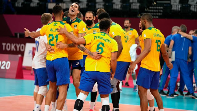 Vôlei masculino: Brasil leva susto, mas vira e bate Argentina em 5 sets