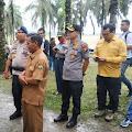 Kapolda Riau Gelar Konferensi Pers di Kawasan Perkebunan Sawit