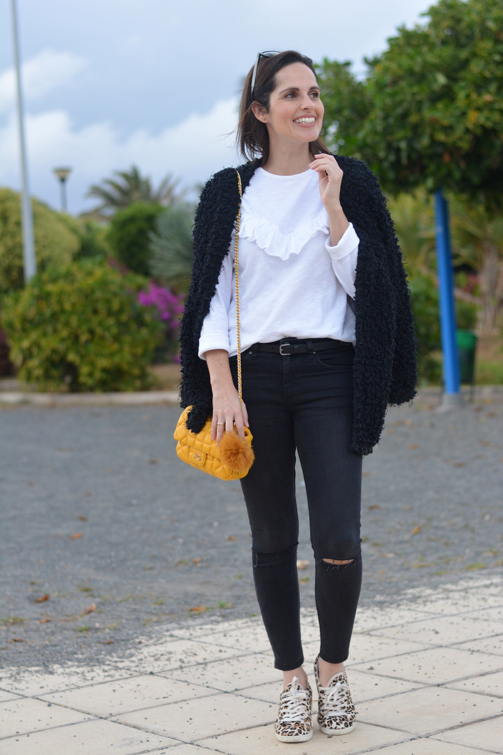 black-white-yellow-outfit